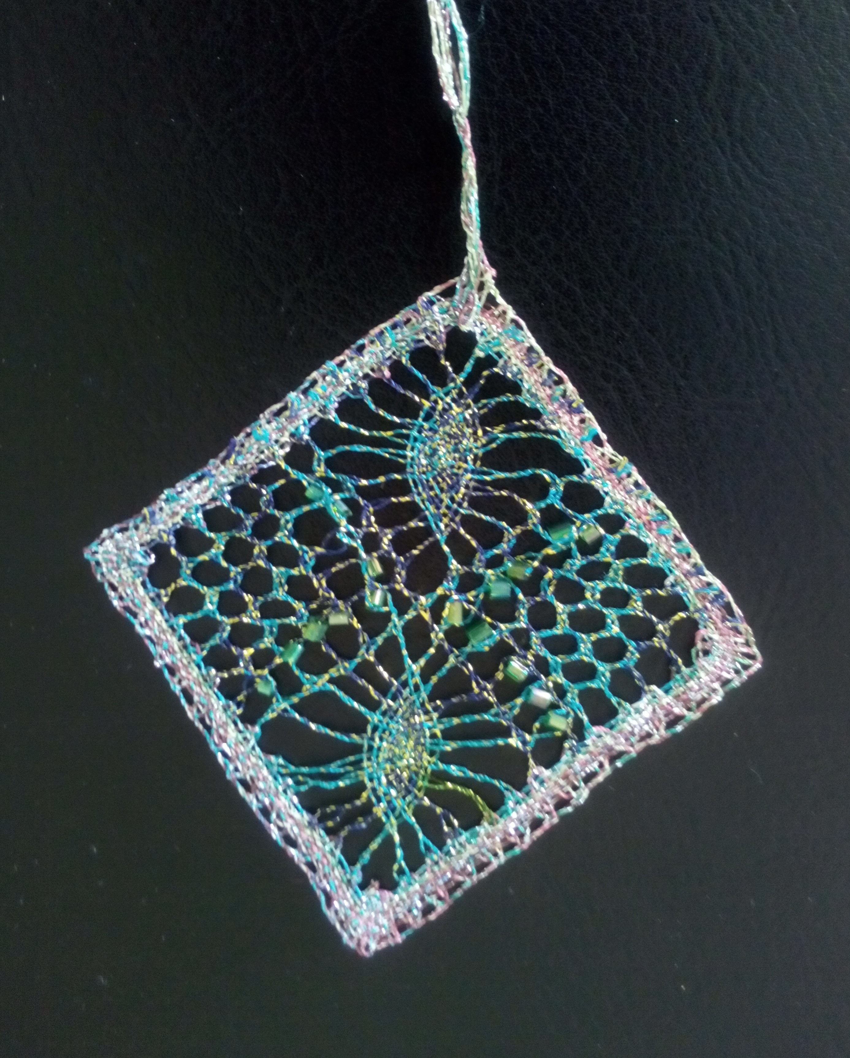 Pendentif fil coupé métal